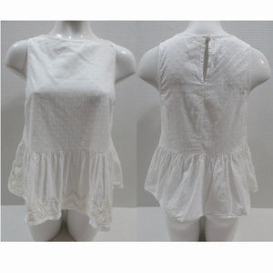 Old Navy top Small sleeveless peplum embroidered